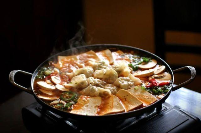 Kimchi mandu Jeongol